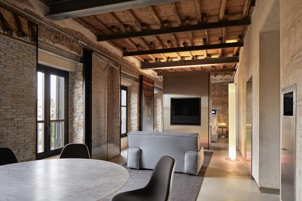 the rooms of rome jean nouvel ladrillo visto salón comedor