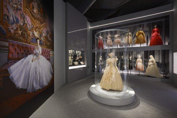 christian dior en gran bretaña exposición v&a museum diariodesign