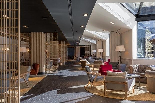 contraste interiorismo y esquí hotel park piolets grandvalira diariodesign