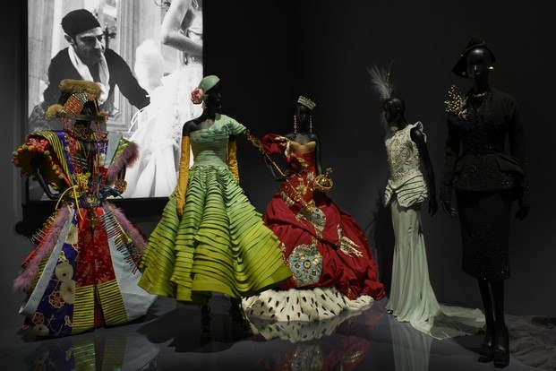 diseñadores dior exposición v&a Museum londres diariodesign