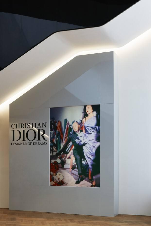exposición christian dior en el V&A museum diariodesign