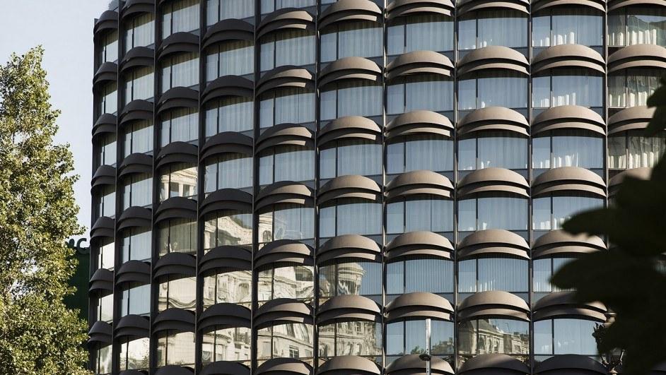 francesc macià 10 fachada vidrio