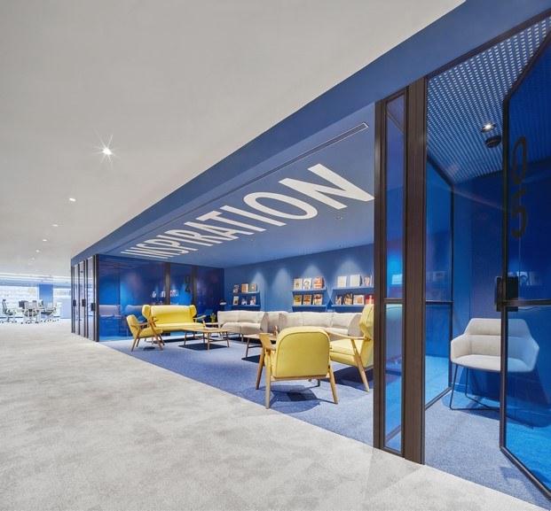 inspiración azul oficinas caixabank diariodesign