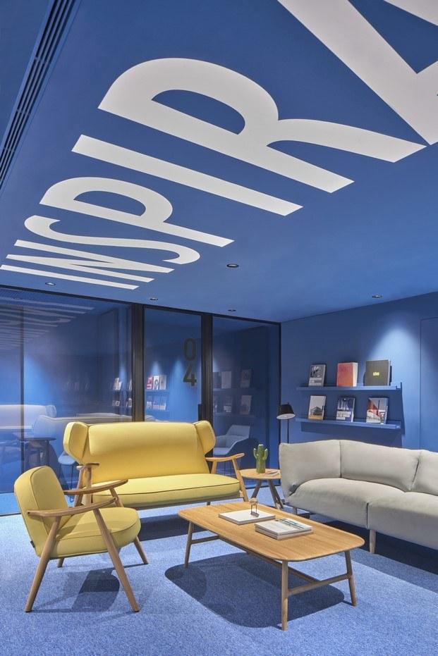mobiliario basic lagranja oficinas caixabank diariodesign