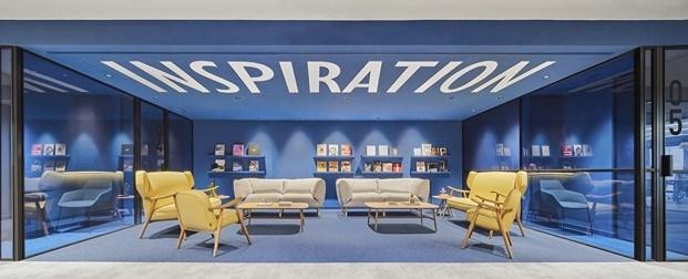 oficinas caixabank azul y amarillo diariodesign