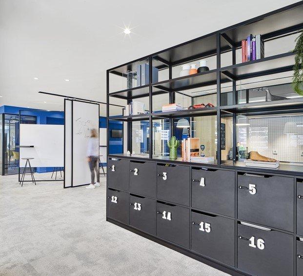 paneles móviles oficinas caixabank diariodesign