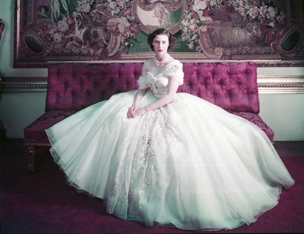la princesa margaret de Inglaterra en su cumpleaños vestida por christian dior diariodesign