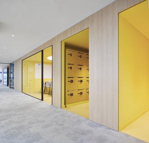 salas amarillo oficinas caixabank diariodesign