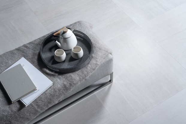 Tetera y manta fondo gris  Porcelanosa Diariodesign