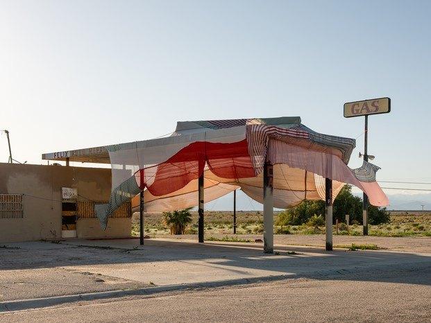 Eric N Mack en Desert X arte contemporáneo coachella diariodesign