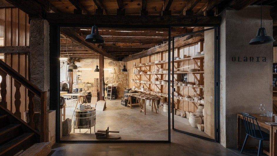 fábrica de cerámica en coímbra vidrio piedra madera diariodesign