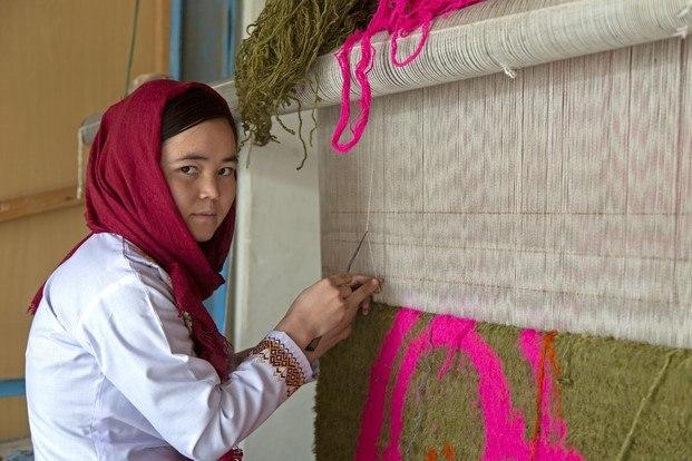 alfombras ouka leele artesanía afganistán diariodesign