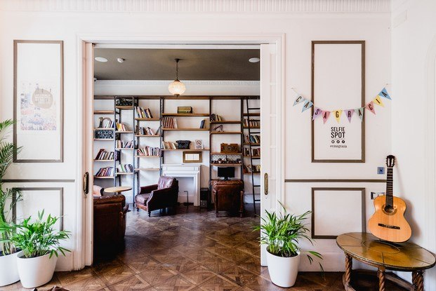 biblioteca en casa gracia mybarrio mi casa diariodesign