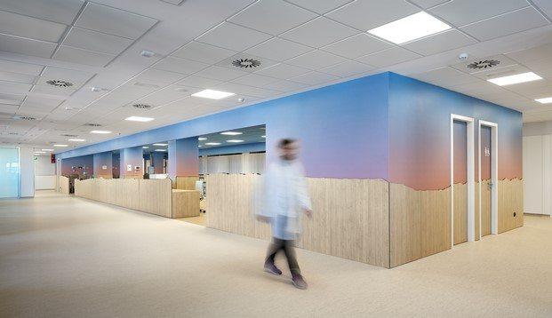 cubo central paisaje manresa color azul rosa hospital oncologia rai pinto diariodesign