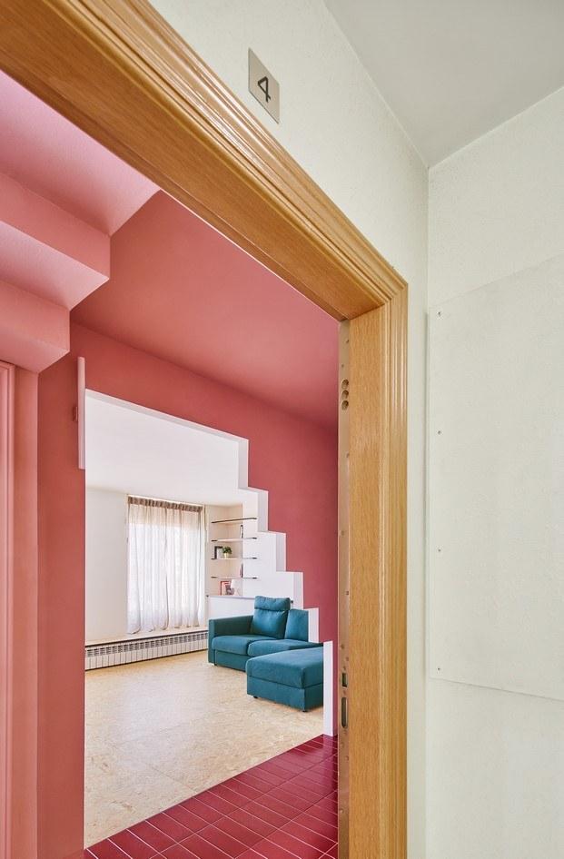 dintel piso con escalera en olot unparelld'arquitectes diariodesign