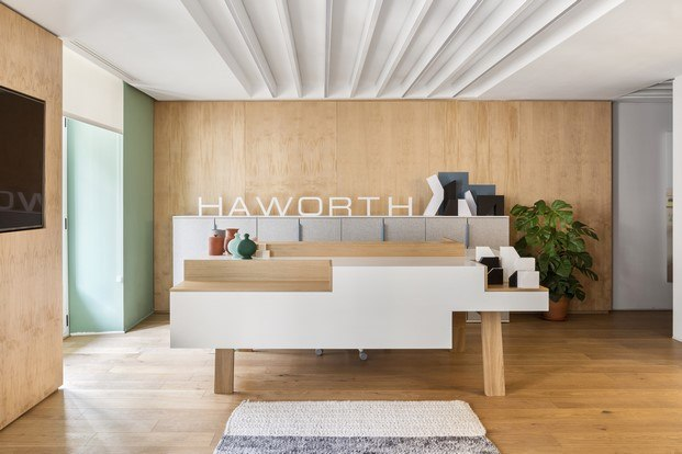 entrada showroom haworth madrid diariodesign