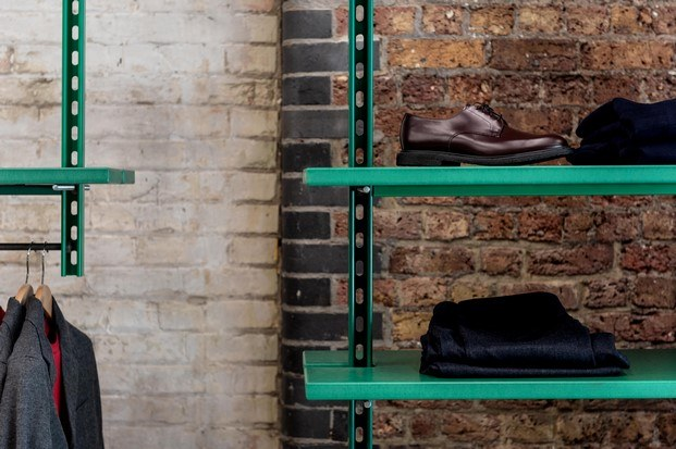 estanterías color verde universal works tienda de moda en londres diariodesign
