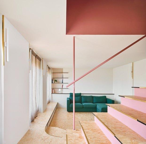 madera piso con escalera en olot unparelld'arquitectes diariodesign