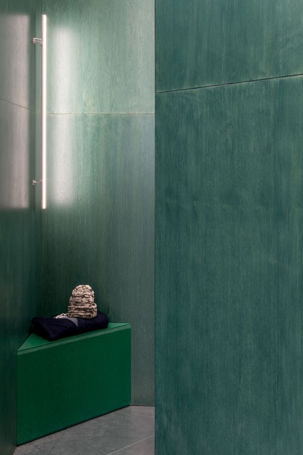 pared verde tienda moda en londres universal works diariodesign
