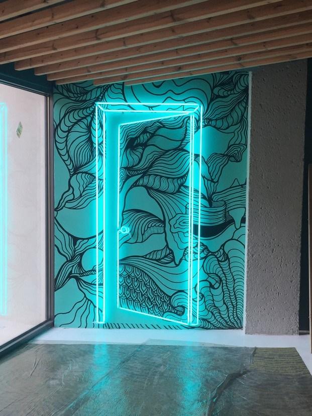 puerta de neón joan tarragó hotel de diseño rec diariodesign