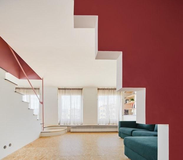 sala piso con escalera en olot unparelld'arquitectes diariodesign