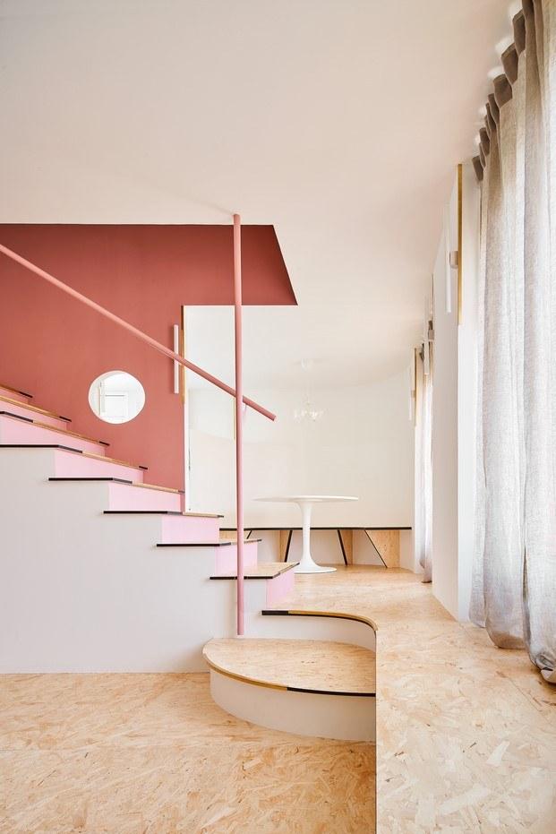 tarima piso con escalera en olot unparelld'arquitectes diariodesign