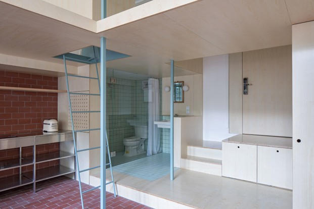 escalera azul vivienda en shanghai diariodesign