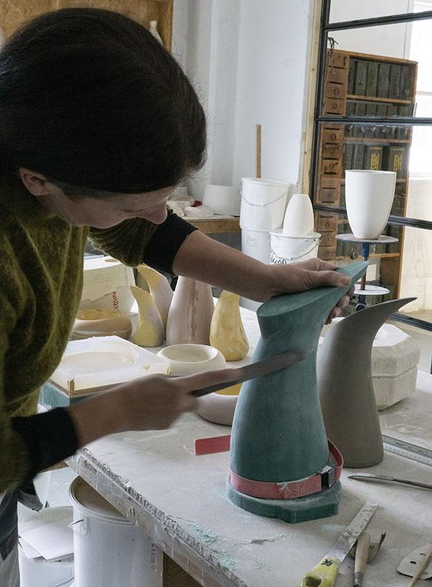 trabajo artesanal para la vajilla del restaurante under diariodesign