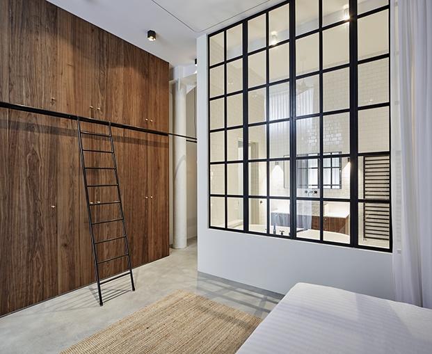 Vista del vestidor y baño desde el dormitorio principal. Apartamento2. Proyecto Home Sint Willibrordusstraat.