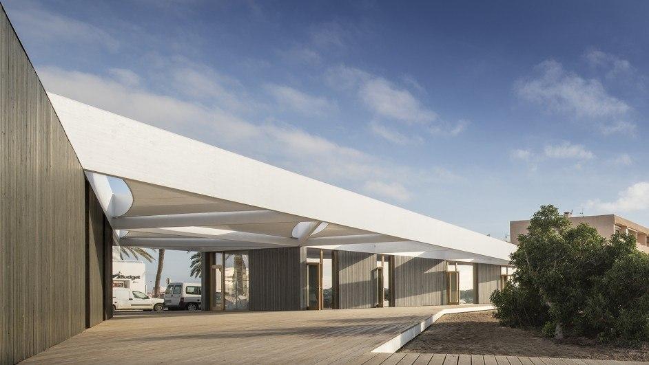centro de deportes náuticos formentera exterior fachada diariodesign