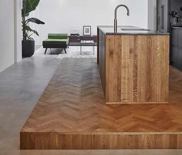 Cocina, apartamento 1. Suelo e isla para cocinar de madera. Proyecto Home Sint Willibrordusstraat.