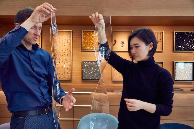 Juju Wang con uno de sus prototipos. Swarovski Awards.