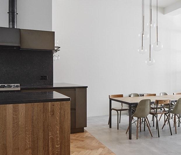 Cocina y comedor a diferentes alturas, apartamento 1. Proyecto Home Sint Willibrordusstraat.