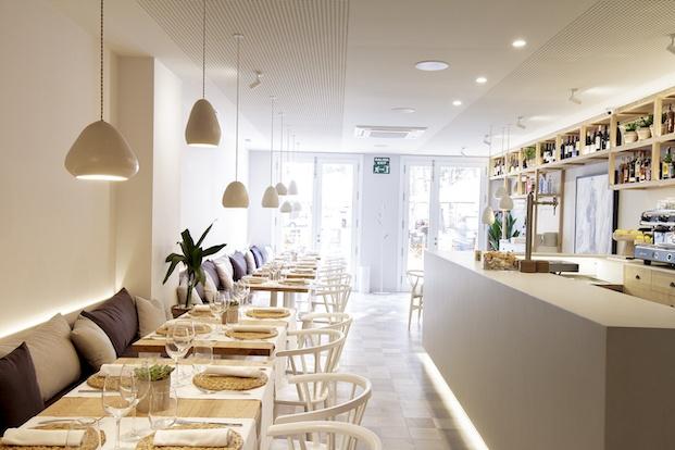 Pasillo central restaurante Pinzell diariodesign.