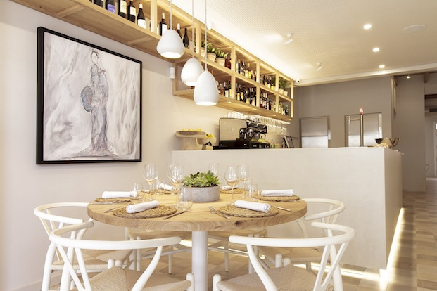 Mesa redonda restaurante Pinzell diariodesign.