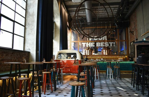 Cervecería The Populist en Estambul disañada por Lagranja