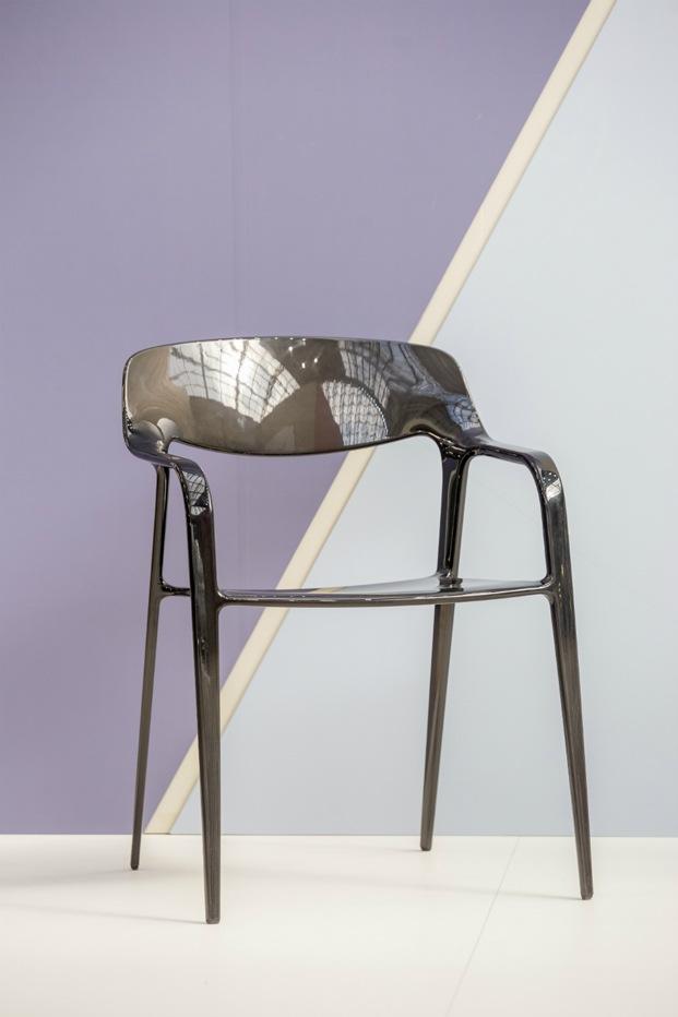 Silla Karbon diseñada por el equipo Item Designworks