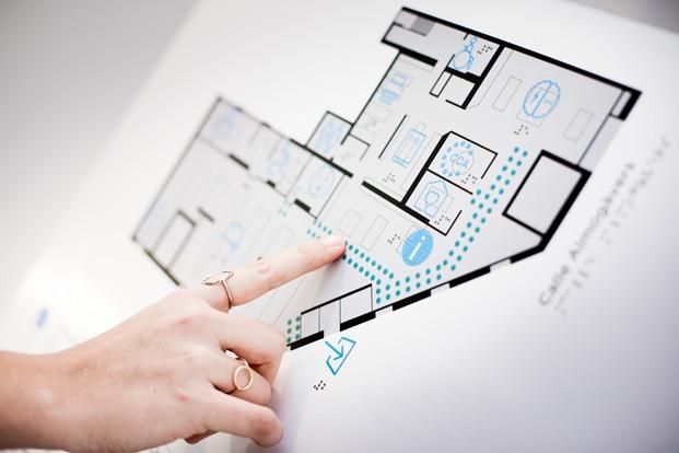 mapa táctil Braille nuevas oficinas PMMT Barcelona diariodesign