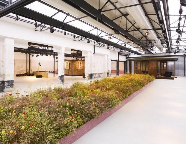 camino de flores instalación raf simons y kvadrat milán diariodesign