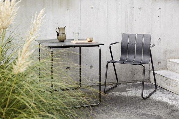 colección de silla y mesa en plástico reciclado ocean de mater diariodesign