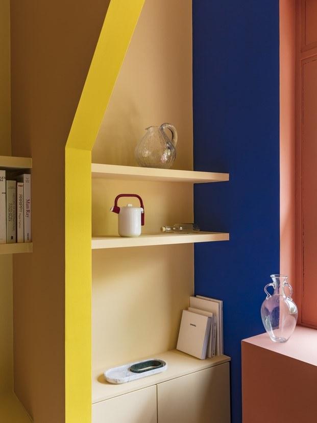 estanterías madera arcos color amarillo tienda diariodesign