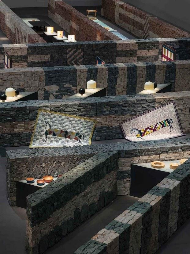 instalación hermès la pelota milán diariodesign