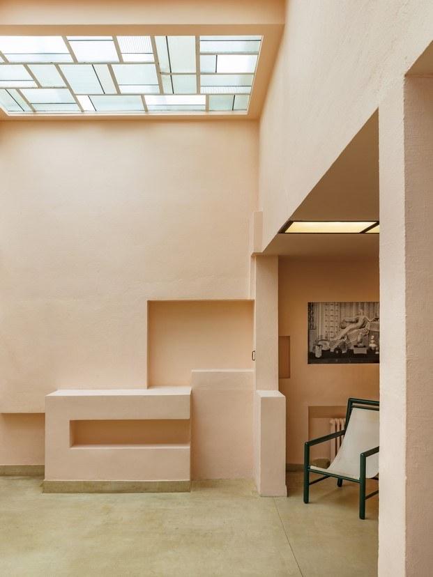 interior de la tienda estilo brutalista geometría diariodesign