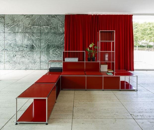 muebles usm color rojo cortina pabellón de mies van der rohe barcelona diariodesign