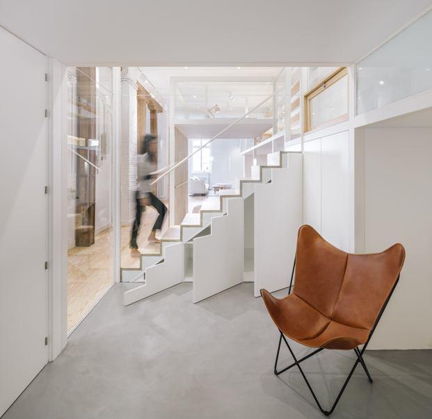 silla bkf escaleras zooco estudio loft en madrid diariodesign