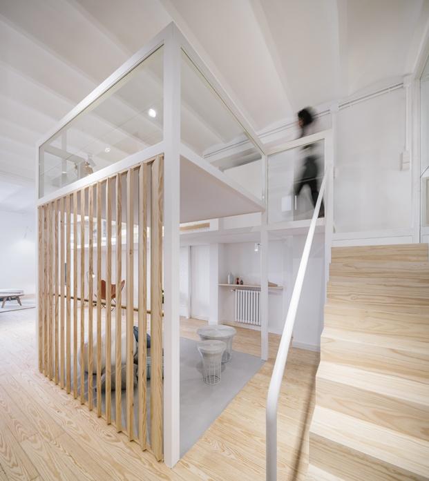 pilares de madera loft en madrid zooco estudio diariodesign