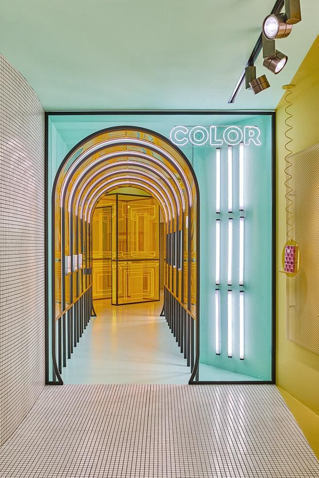 pasillo color flagship store cuadernos rubio valencia diariodesign