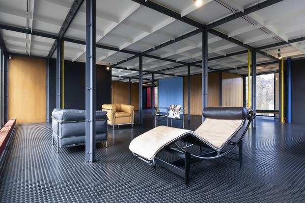 chaise longue de le corbusier en el pavillon diariodesign