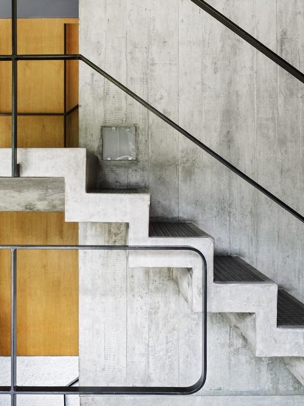 detalle escalera de hormigón