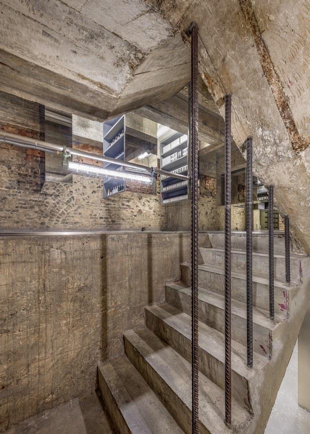 dos pisos escalera arquitectura en ruinas cemento hong kong
